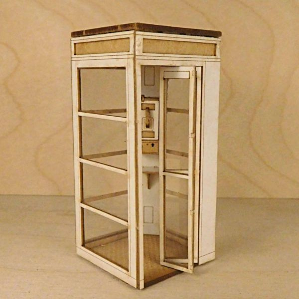 <p>This multi-media kit contains parts in MDF, laserboard and transparent acetate to assemble an ultra-detailed telephone booth.<br />