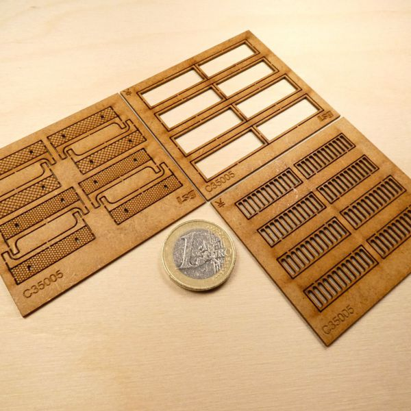 <p>This set contains parts to build 8 detailed units which can be used separately or linked together.<br />
