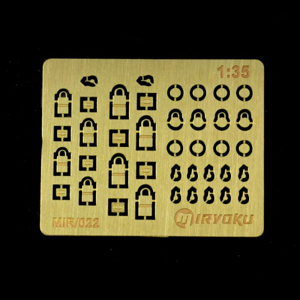 <p>This set features photoetched parts to assemble 8 rectangular and 4 round padlocks. Also includes12 1:35th scale keys.</p>